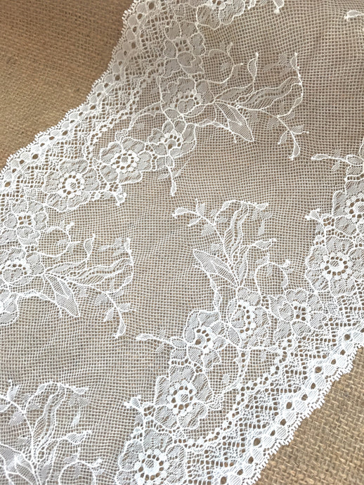 Ivory Stretch Fine Clipped Lace Trim 23 cm/9