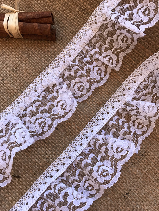 Pretty White & Silver Gathered Lace 5 cm/2