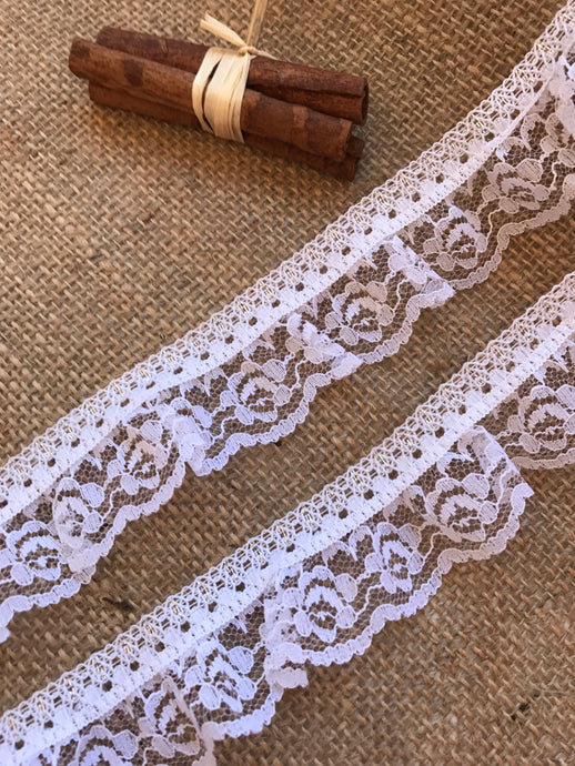 Pretty White & Silver Gathered Lace 4 cm/1.5