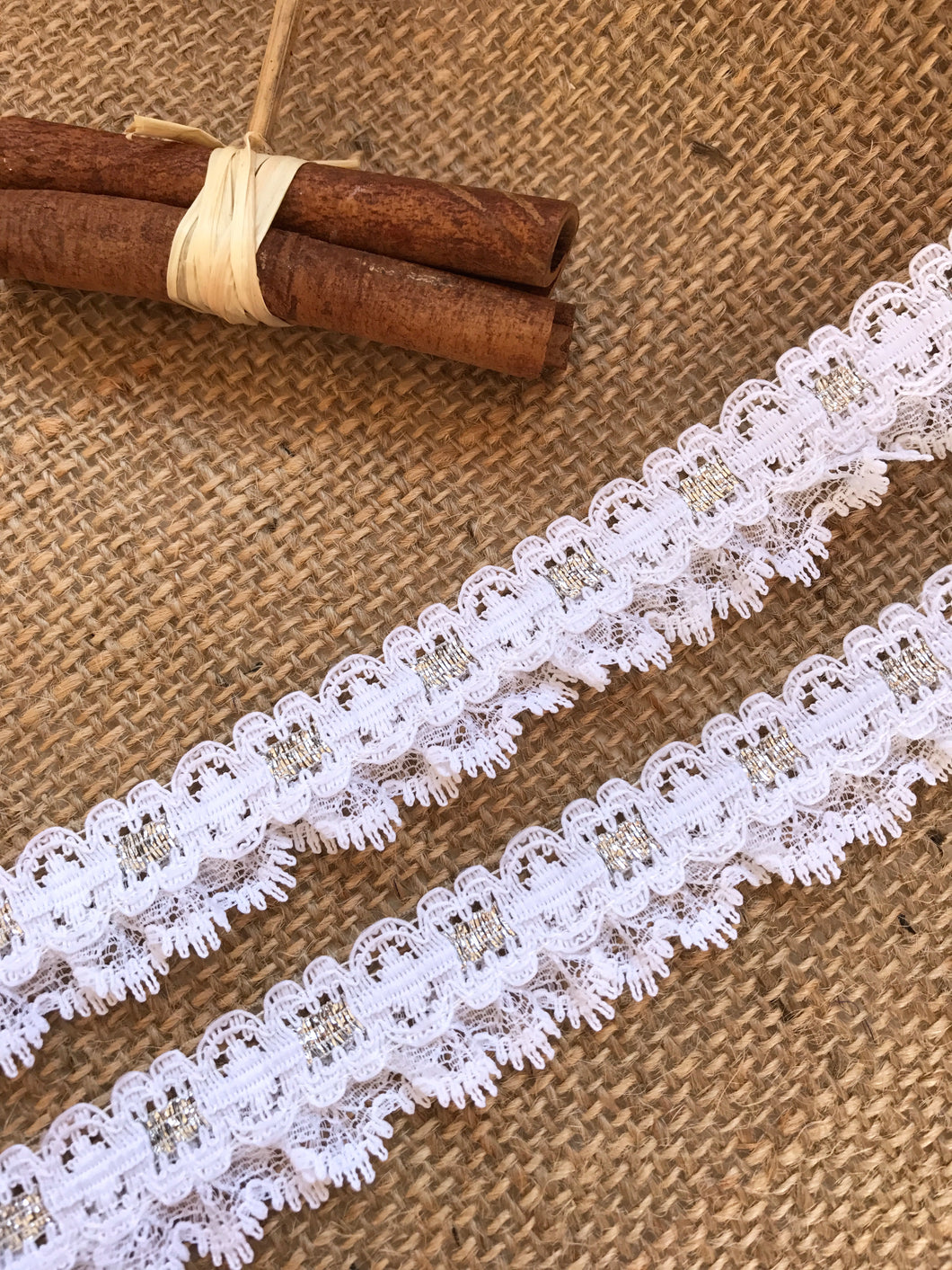 Pretty White Gathered Lace (with ribbon slot effect) 2.8 cm/1