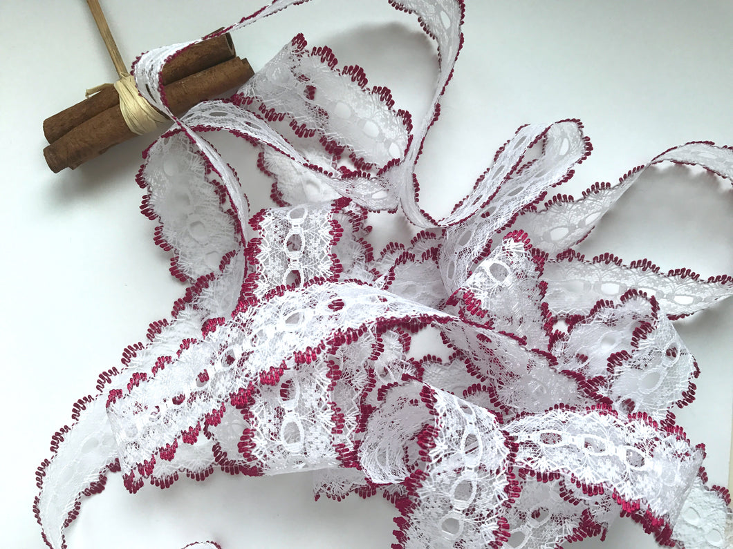 White/Burgundy Eyelet Knitting in Lace 35mm