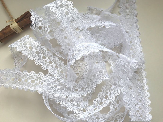 White Eyelet Knitting in Lace 35mm