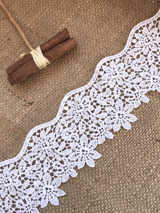 Beautiful White  Guipure Venise Lace Trim 8 cm/3