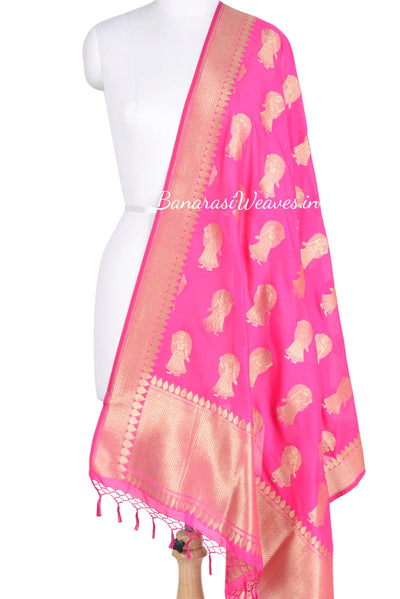 Magenta  Banarasi dupatta with Dolls motifs (1) Main
