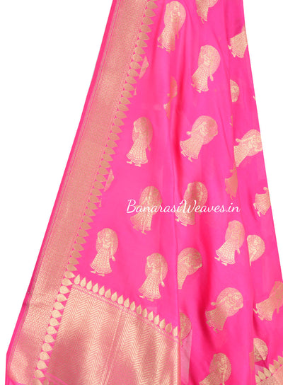 Magenta  Banarasi dupatta with Dolls motifs (2) Close up