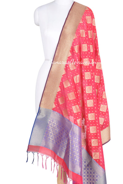 Magenta Coloured Banarasi dupatta with heavy border and aanchal (1) Main