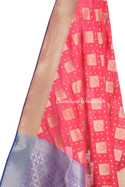 Magenta Coloured Banarasi dupatta with heavy border and aanchal (2) Close up