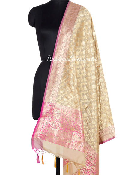 Beige Banarasi dupatta with flower jaal and pink edge (1000455006129LG072)