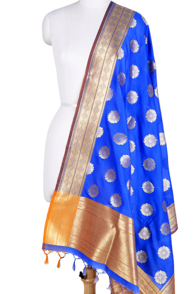 Blue Banarasi Dupatta with pleasant flower motifs (1) Main