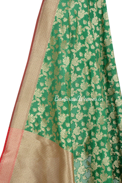 Green Art Silk Banarasi dupatta with leaf motifs in artistic floral jaal (2) Close up