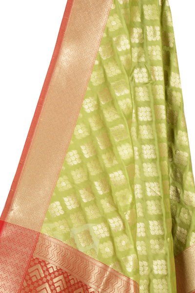 Green Banarasi Dupatta with drop motifs arranged in diamond pattern (2) Close up