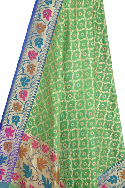 Green Banarasi Dupatta with leaf jaal and floral motifs (2) Close up