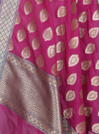 Rani Pink Art Silk Banarasi Dupatta with leaf motifs in gold (2) Close up