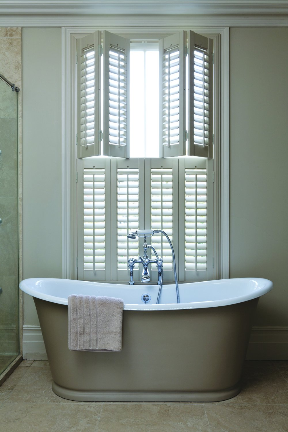 Wooden Shutters Bifold Solid Cafe Bay Window Fitting