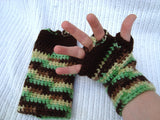Cloche Hat and Fingerless Gloves Set Skate Boarder Beanie Green Camo CT0021