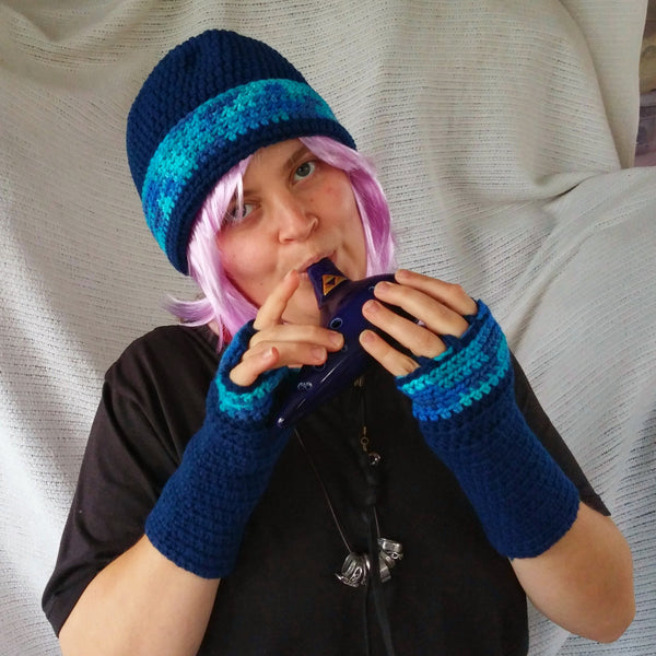Cloche Hat and Fingerless Gloves Set Skate Boarder Beanie Very Blueberry Tweed CT006