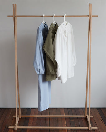 PASSENGER MATERNITY AND NURSING CLOTHING RACK