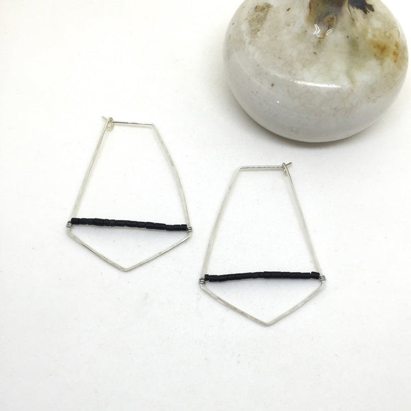 Hammered geometric hoop earrings in sterling silver with black jade