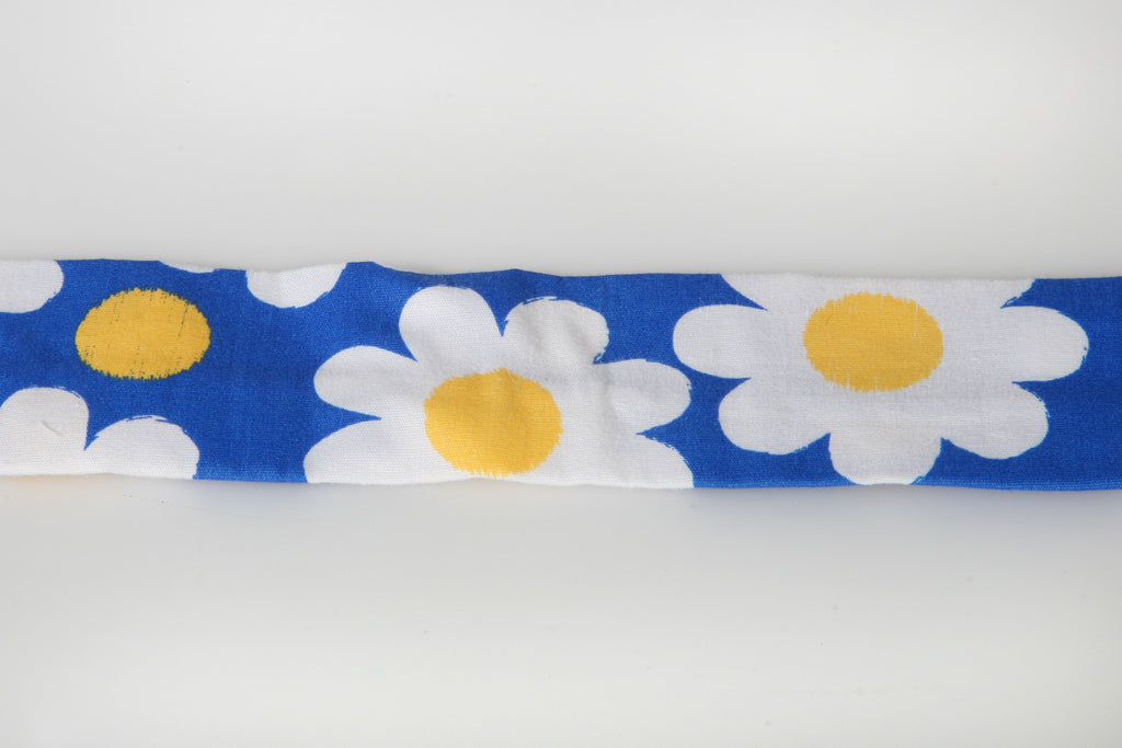 Bark & Wag Decorative Daisy Collar Cover
