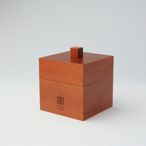 Wooden box for eight Sola cubes