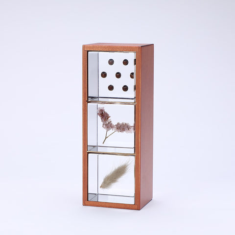 3 Sola cubes set with display case (A)