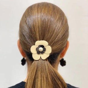 Ponytail Camellia Pearl