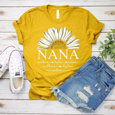 Grandma Daisy Flower | Personalized T-shirt