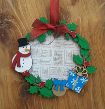 CH044 - MDF Snowman Christmas Holly Wreath