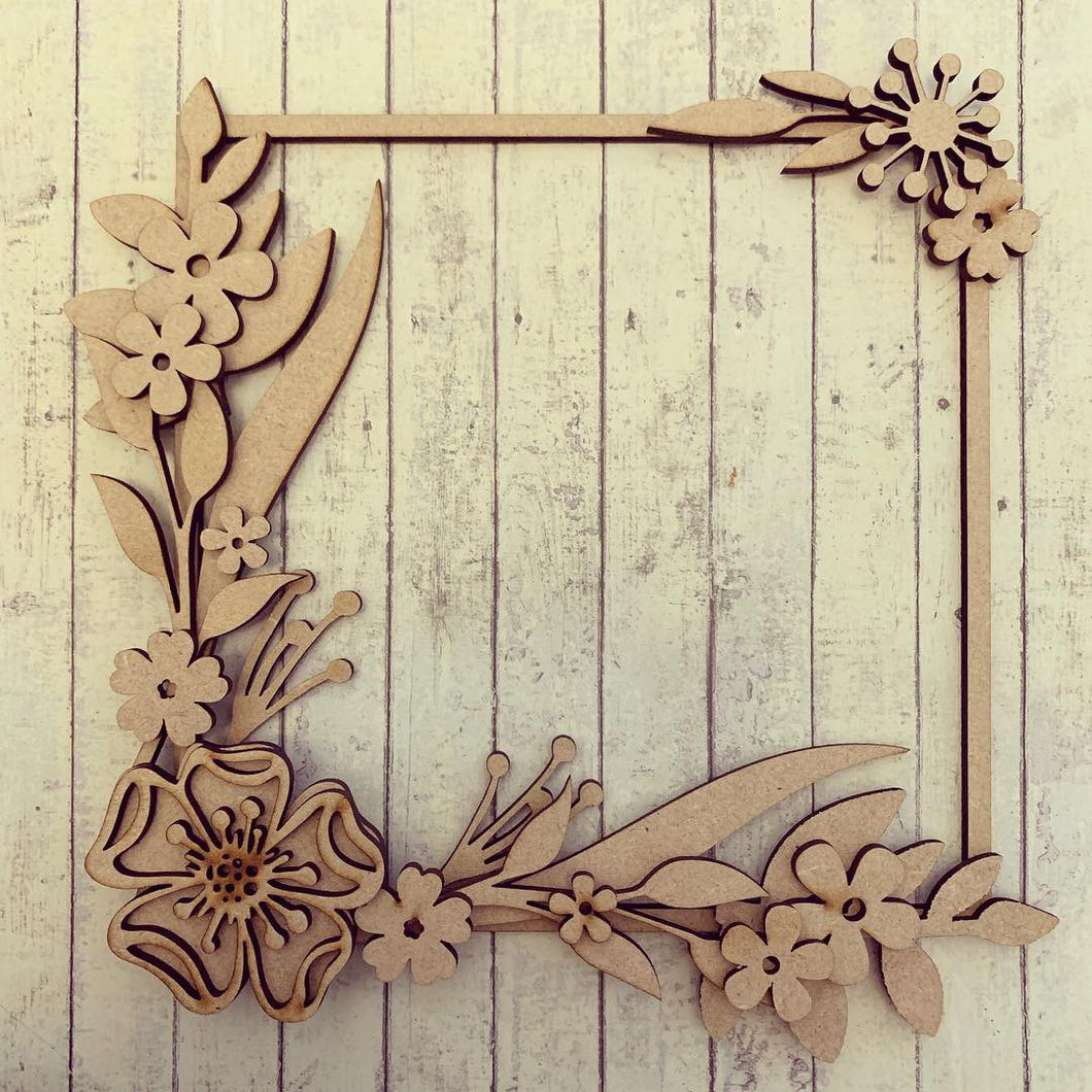 SW004 - MDF Full Pretty Flower Square Floral Wreath