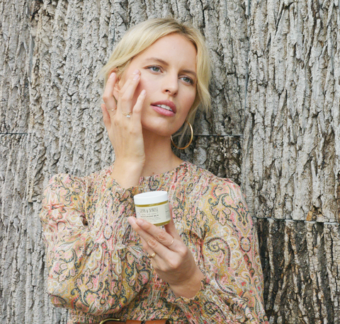 Seal the Deal Moisturizing Balm being used on face by Karolina Kurkova