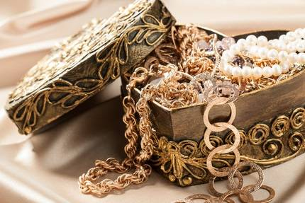 WANT TO SELL GOLD JEWELRY? HERE'S WHAT YOU NEED TO KNOW!