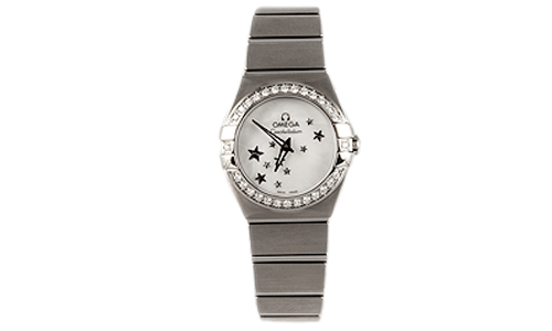 young ladies watch henne