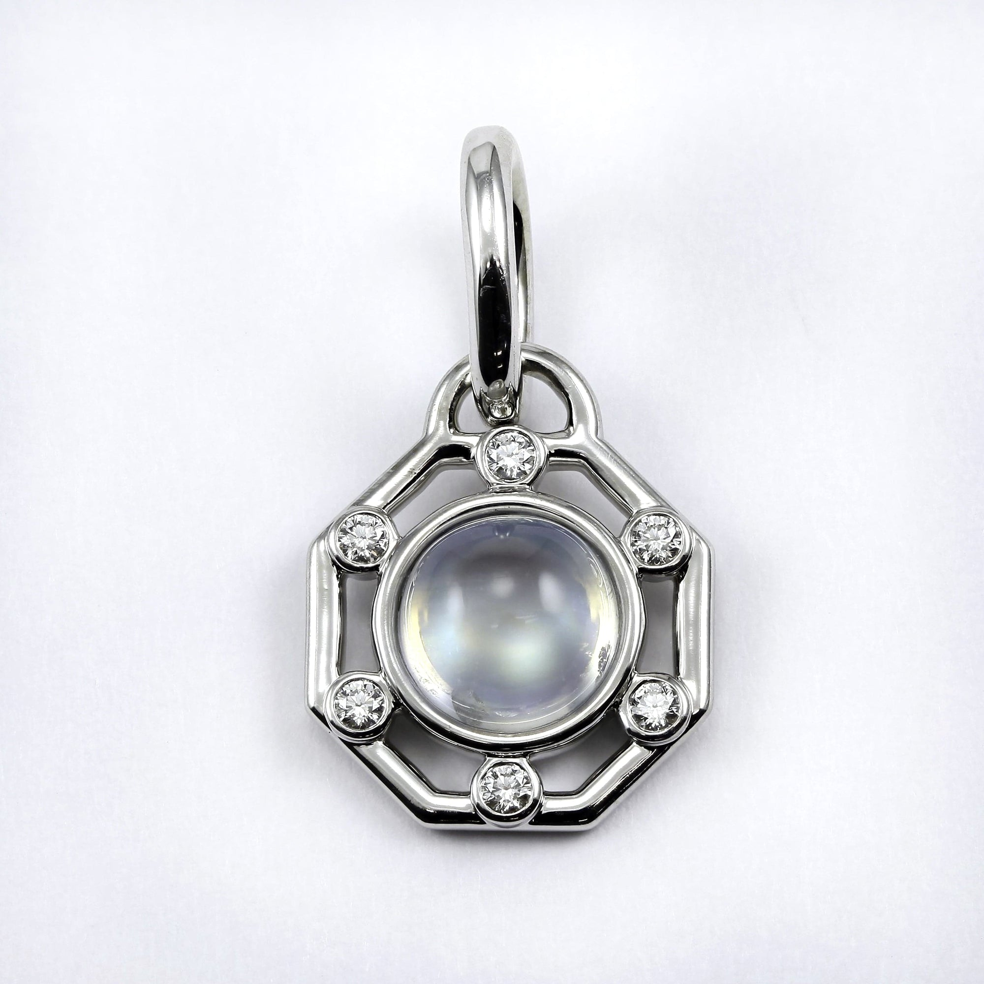 Nina 14K White Gold pendant with round cabochon cut moonstone set