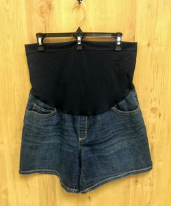 Liz Lange maternity denim shorts Med (8-10)