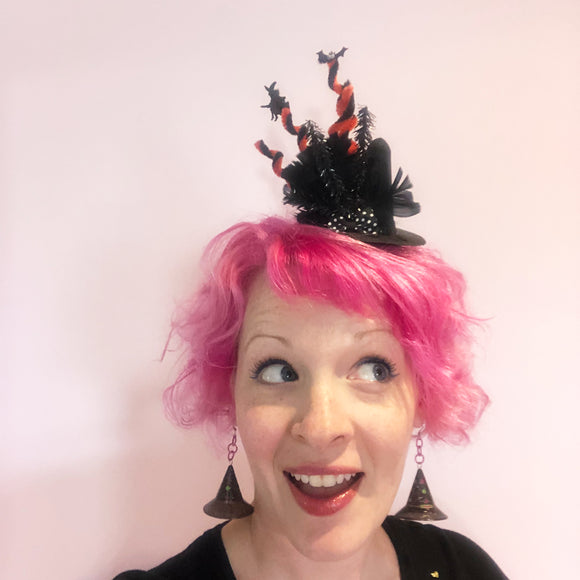 Mini Witch Hat with Feathers and Twists!