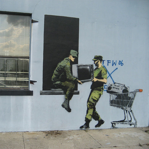 Banksy LOOTING SOLDIERS – Graffiti Street Art – Print on metal (Dibond)