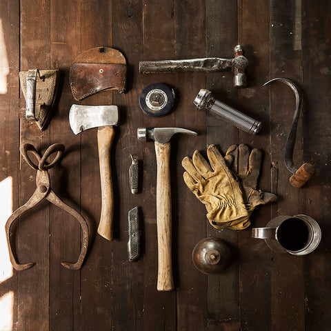 Tools Set Grunge style – Photo on Metal