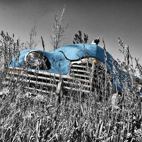 Retro blue car in Grunge Style – Photo on Metal