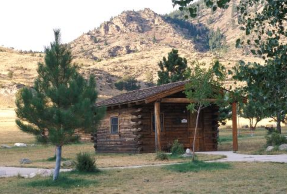 Cabins for rent at Lewis & Clark Caverns State Park