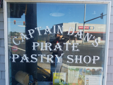Lincoln City, Captain Dan's Pirate Pastry, Pacific Northwest Road Trip, Montana Gift Corral