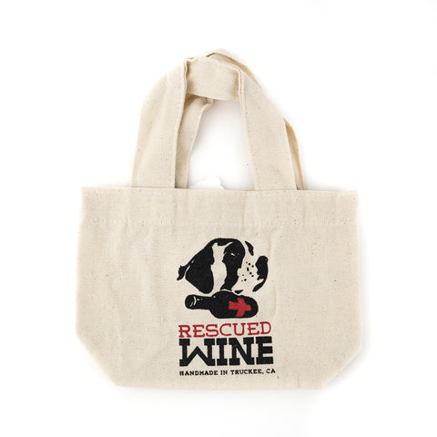 Have you ever wanted to carry your Rescued Wine Candles but didn't have a tote that was the perfect size? Well look no further because the Gift Tote by Rescued Wine is just what you need!