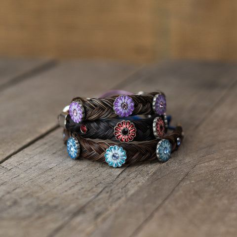 The Horse Hair Adjustable Flower Bracelet by Cowboy Collectibles combines two western rustic components into one stylish bracelet!