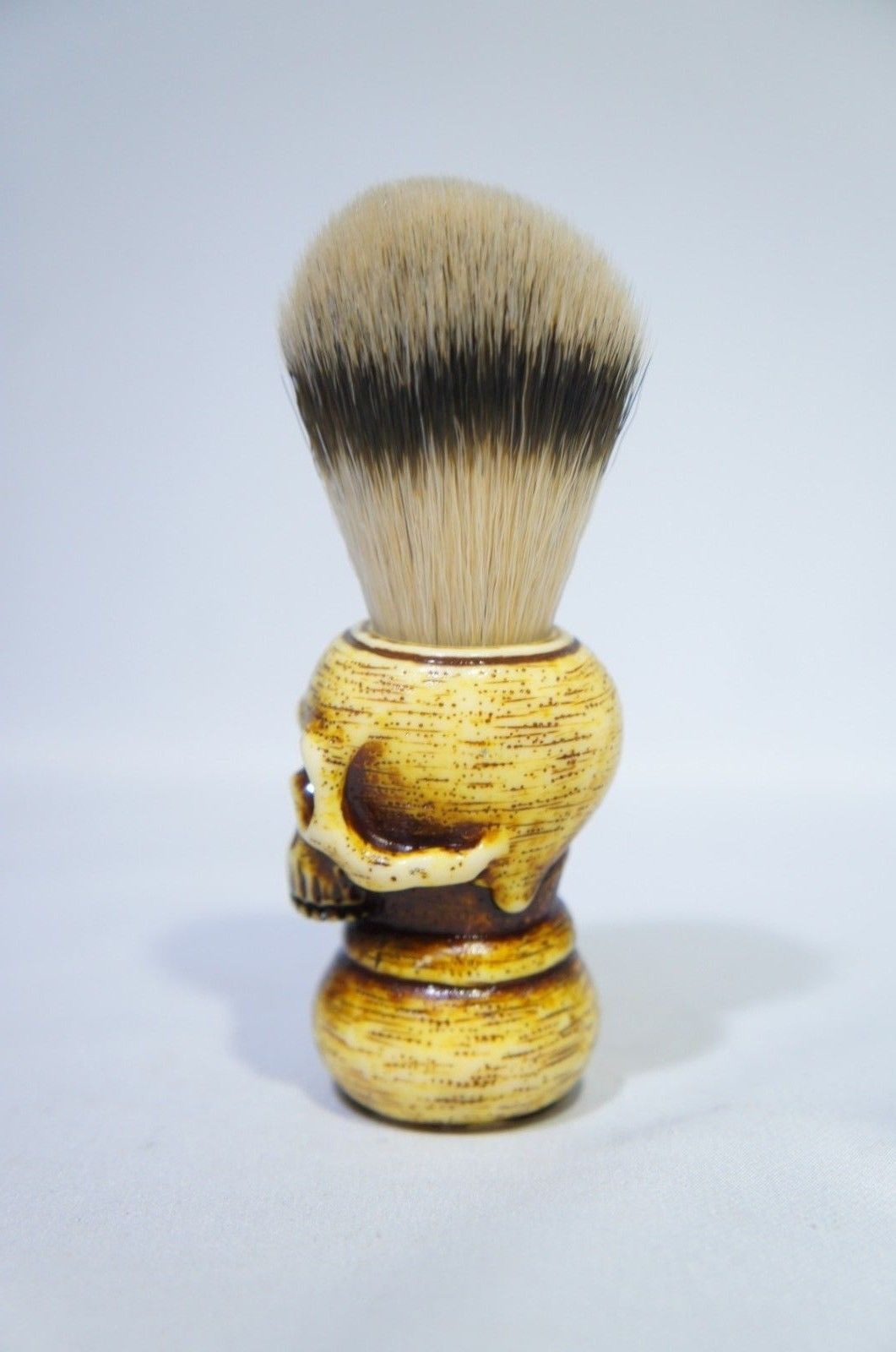 Hand Crafted 100% Natural Badger Shaving Brush with Resin Skull Shaped Han (Like New)