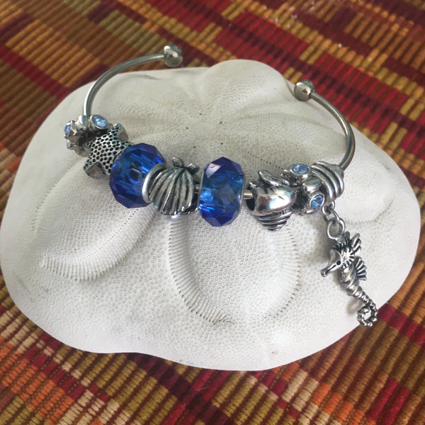 Bangle - Seashore - Starfish, Clamshell, Conch shell with Seahorse Dangle