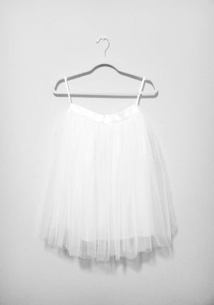 layered white tutu, short white tutu, above the knee white tutu for women, woman's white tutu, high quality tulle skirt, Adult white tutu, ladies tutu skirt, white tootoo, engagement party Tutu Skirts, White Tulle Skirts, Wedding Tutu Skirt, Tutu, Tutu Joli, Tutu Jólí, Bridal Tutu Skirts for Photoshoot, white women tutus, designer custom tutu for women and girls