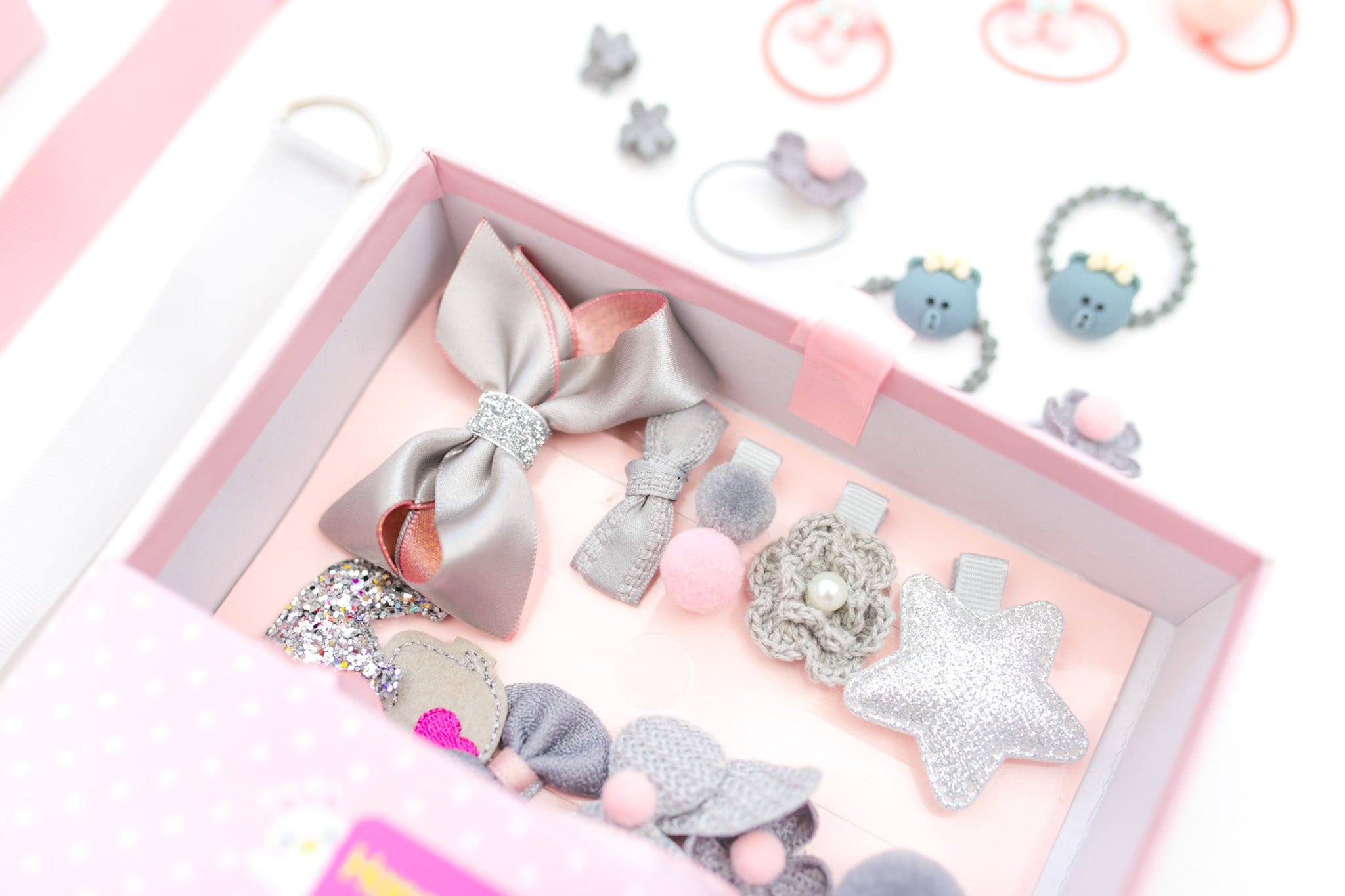 Kids Hair Accessories Gift Box For Girls | 18Pcs | Gift Set For Kids 0-10 Years