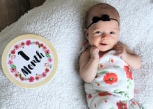 Lifestyle 1 month Circle Baby Milestone Shapes Stick'em Up Baby™