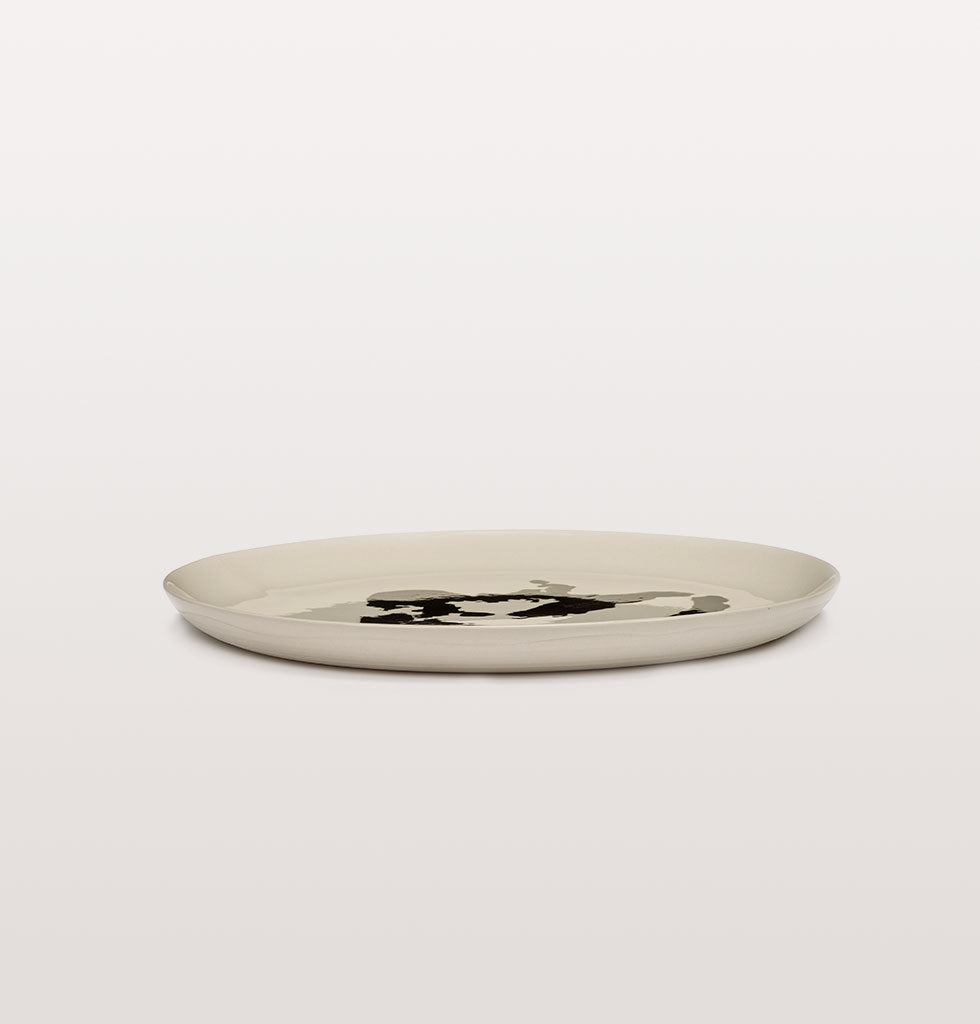 Ottolenghi x Serax. White and Pepper Black large plate side view. £30 wagreen.co.uk