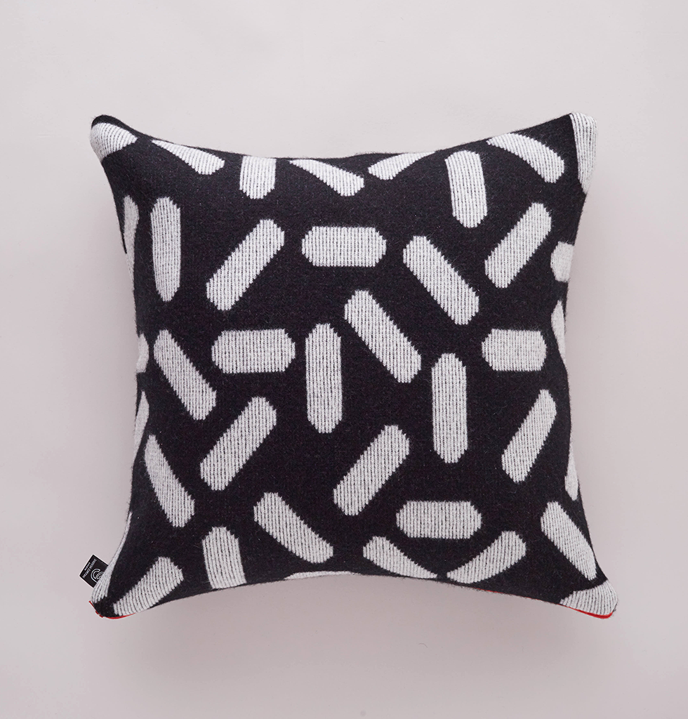 TIC-TAC CUSHION BLACK & WHITE LARGE