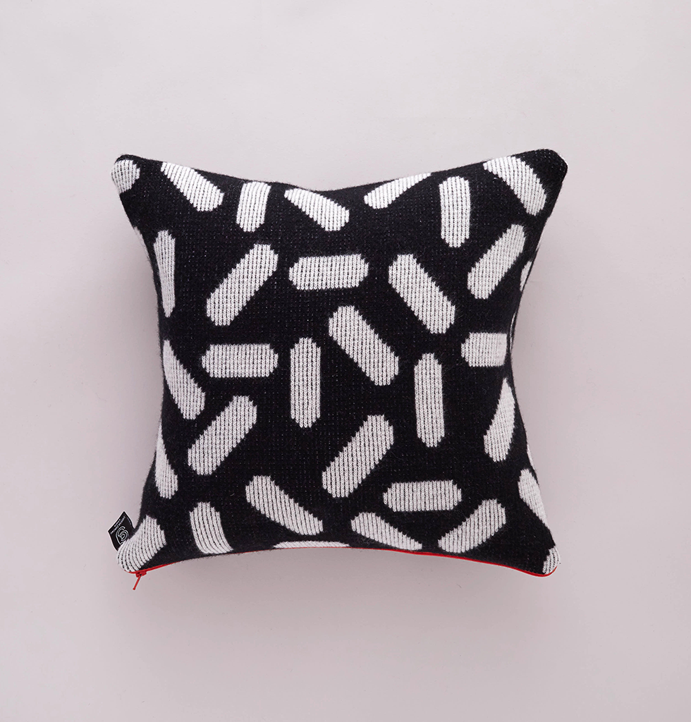 TIC-TAC CUSHION BLACK & WHITE SMALL